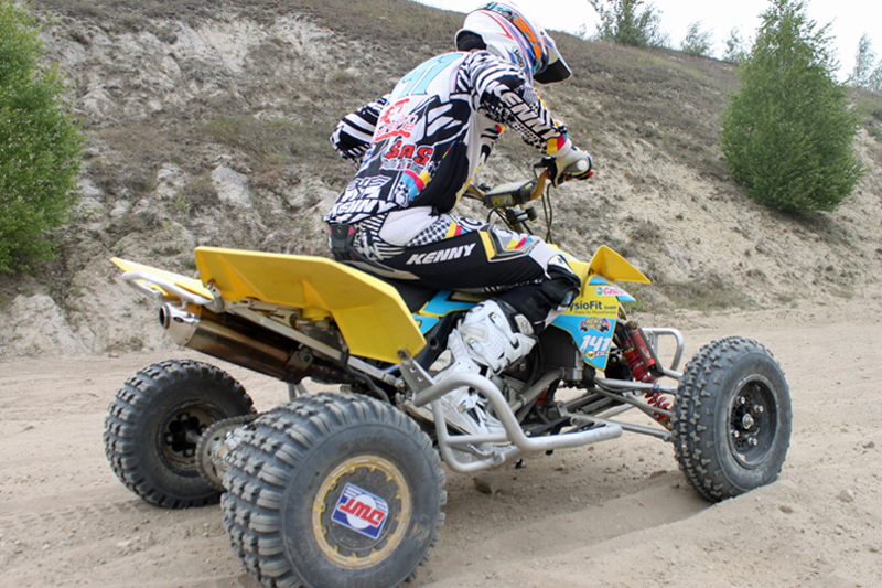 Härtetest für Mensch und Maschine - und Reifen: MX-Sport auf dem Track.